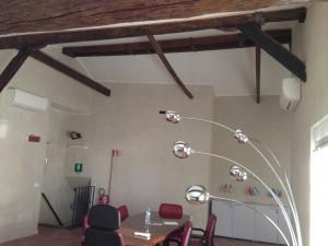 sala riunioni e travi restaurate