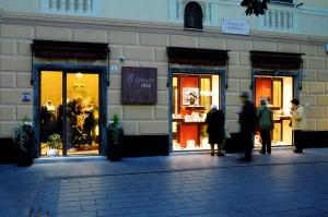 vetrine in piazza Banchero