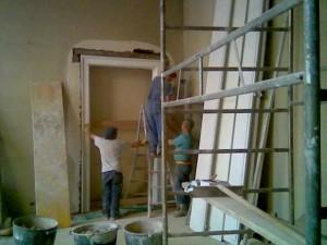 montaggio pilastrate in marmo